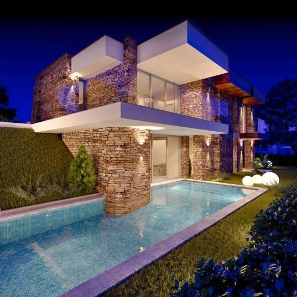 Villa in pietra su due piani for Piani del cortile con piscine